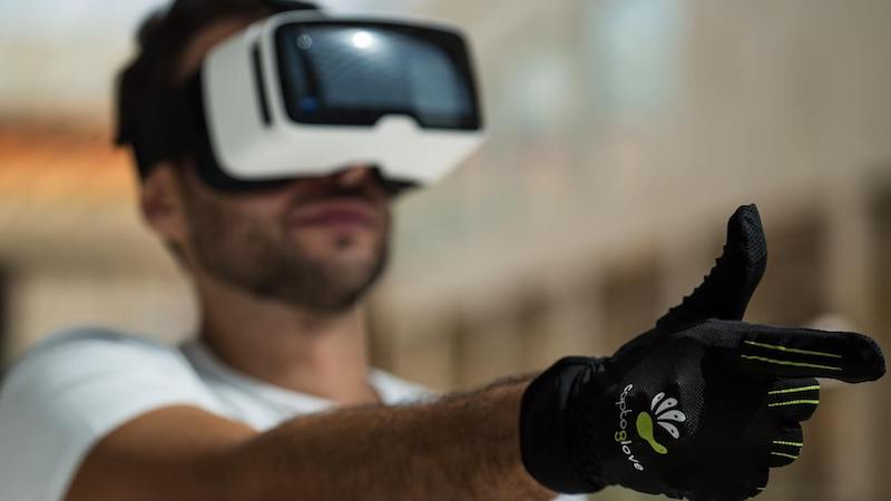 CaptoGlove First Usable Virtual Reality Wearable Gaming Control
